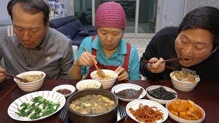 [[Doenjang-jjigae, Kkomakbap, Boiled green onion, Stir-fried dried squid]] - Mukbang eating show