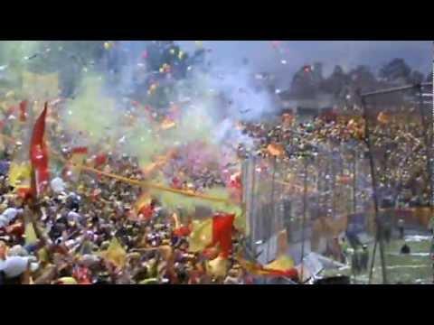 """""""LA MEJOR HINCHADA DEL MUNDO, el día en que AUCAS volvió"""" Barra: Armagedón • Club: Aucas"""