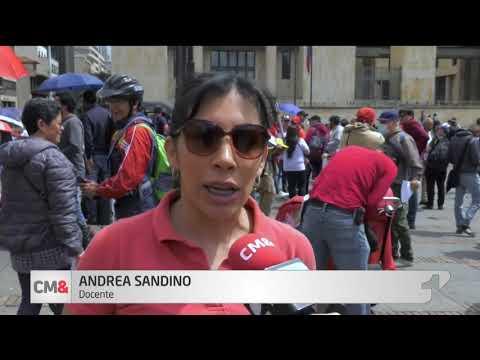 Maestros de Bogota protestan por despidos