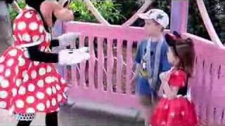 """Minnie Mouse plays """"Ring Around the Rosie"""""""