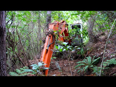 Man finds excavator abandoned 16 years ago, gets it working again