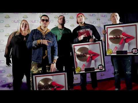 J Alvarez recibe Disco de Oro por su canción Esa Boquita