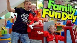 Милана продавец Мороженого Семейный выходной в ТОРГОВОМ ЦЕНТРЕ Едем на машине веселиться Family Box