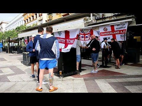 Aficionados ingleses en Sevilla antes del España - Inglaterra de Nations League