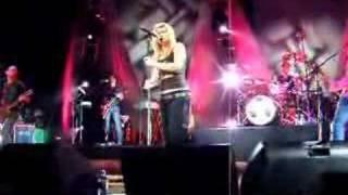 """Kelly Clarkson """"Crimson and Clover"""" Temecula"""