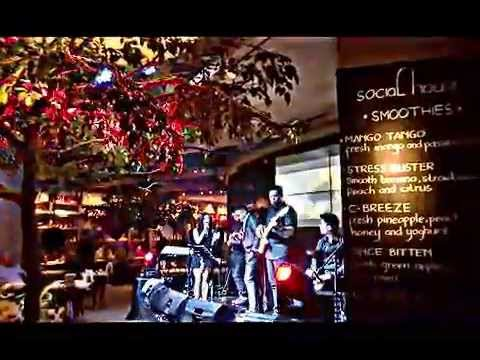 Toxic By Britney Spears - Cover By Teza Sumendra & Linying (Live At #SocialHouseJKT) Mp3