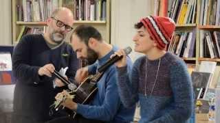 Arisa @ Feltrinelli Firenze - Lentamente (original version) - live 140227 (1080p HD)