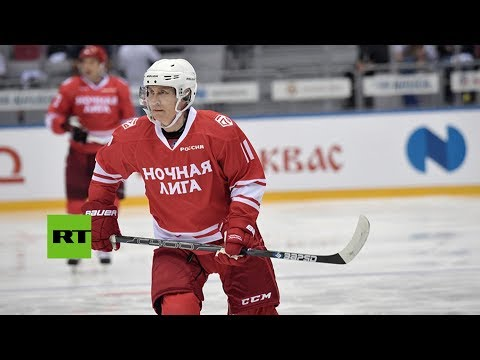 Putin marca cinco goles en un partido de hockey de una liga de aficionados