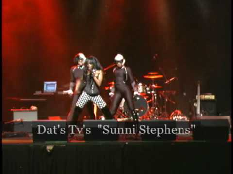 sunni stephen center stage