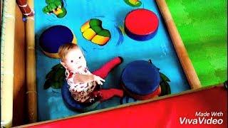 Катя играет на детской площадке Развлечения для детей Katya plays on the covered playground