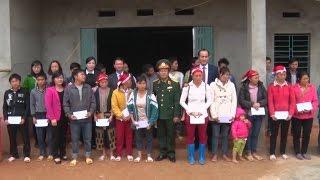 Phó Chủ tịch Quốc hội Đỗ Bá Tỵ thăm và tặng quà Tết vùng lũ tại Lào Cai