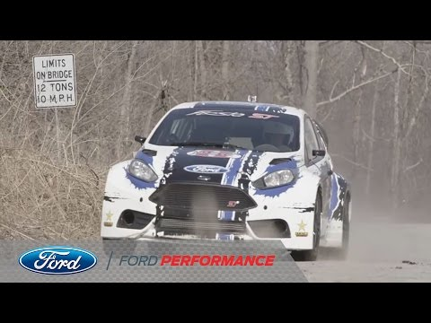 Ford Fiesta ST Racing haciendo RallyCross