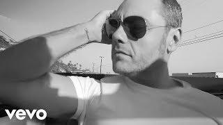 Tiziano Ferro   Potremmo Ritornare (Backstage On The Beach Video)
