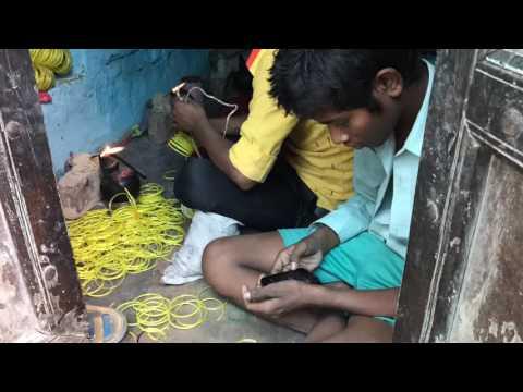 Armreifenherstellung in Indien