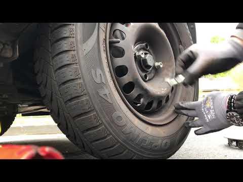 PKW Reifen wechseln Wechsel und Montage eines Autoreifen Reifenwechsel Opel Corsa E Anleitung