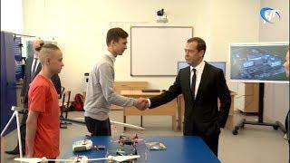 Дмитрий Медведев назвал выдающейся новую школу в микрорайоне «Ивушки»