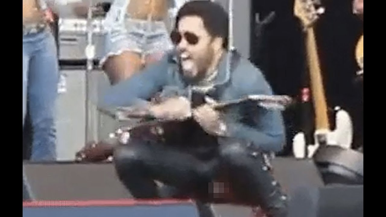 Lenny Kravitz's Junk Fell Out On Stage thumbnail