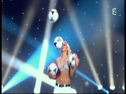 מופע להטוטנות הכדורגל של הלנה פולק - מדהים!