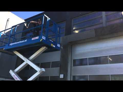 Schoolgebouw beton schoonmaken in Leeuwarden