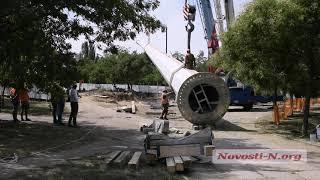 Как в Николаеве  устанавливали гигантский флагшток (фото, видео)