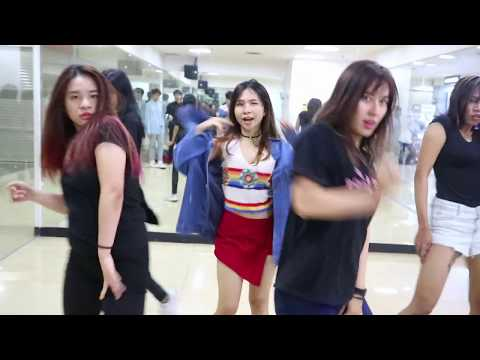 HYUNA LIP HIP 1st PRACTICE WITH INVASION DC