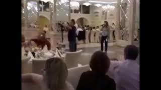 Днем госслужащая, ночью тамада. Член правительства Гагаузии работает тамадой на свадьбе