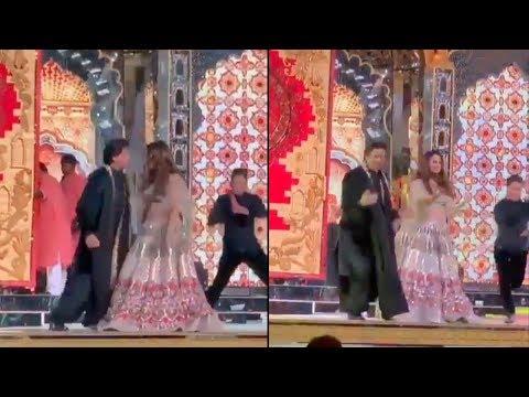 Shah Rukh Khan And Gauri Khan's Crazy Dance On Delhi Wali Girlfriend At Isha Ambani Sangeet