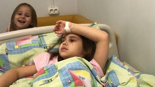 ВЛОГ Попали в больницу с Алиной Наряжаем  елочку и катаемся на катке