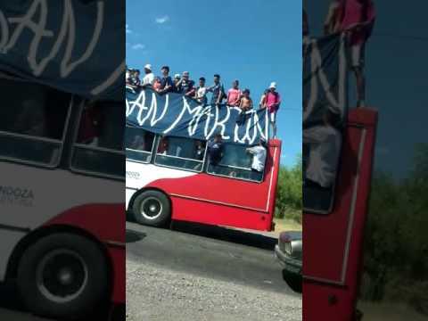 """""""Llegada de hinchas al partido Lepra - HLH"""" Barra: Los Caudillos del Parque • Club: Independiente Rivadavia"""