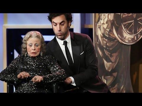Sacha Baron Cohen přebírá cenu Charlieho Chaplina