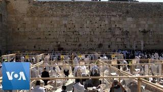 Video: Stovky účastníků pesachového kněžského požehnání u Západní zdi po skončení lockdownu