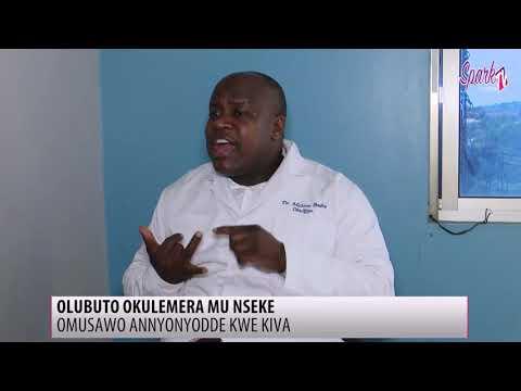 Omusawo annyonyodde ku olubuto okulemera mu nseke