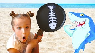 Niki play with shark sea cafe for wild animals
