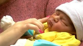 Mom, baby healthy after mid-flight delivery