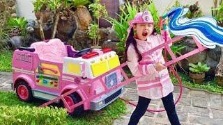 Bugs Pink Fire Truck | Funny Rescue Mission