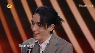"""《幻乐之城》:朱一龙在唱演现场持续迷路,""""荒诞式""""翻译戳笑点PhantaCity【歌手官方音乐频道】"""