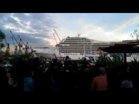 Cruise ship plays Seven Nation Army