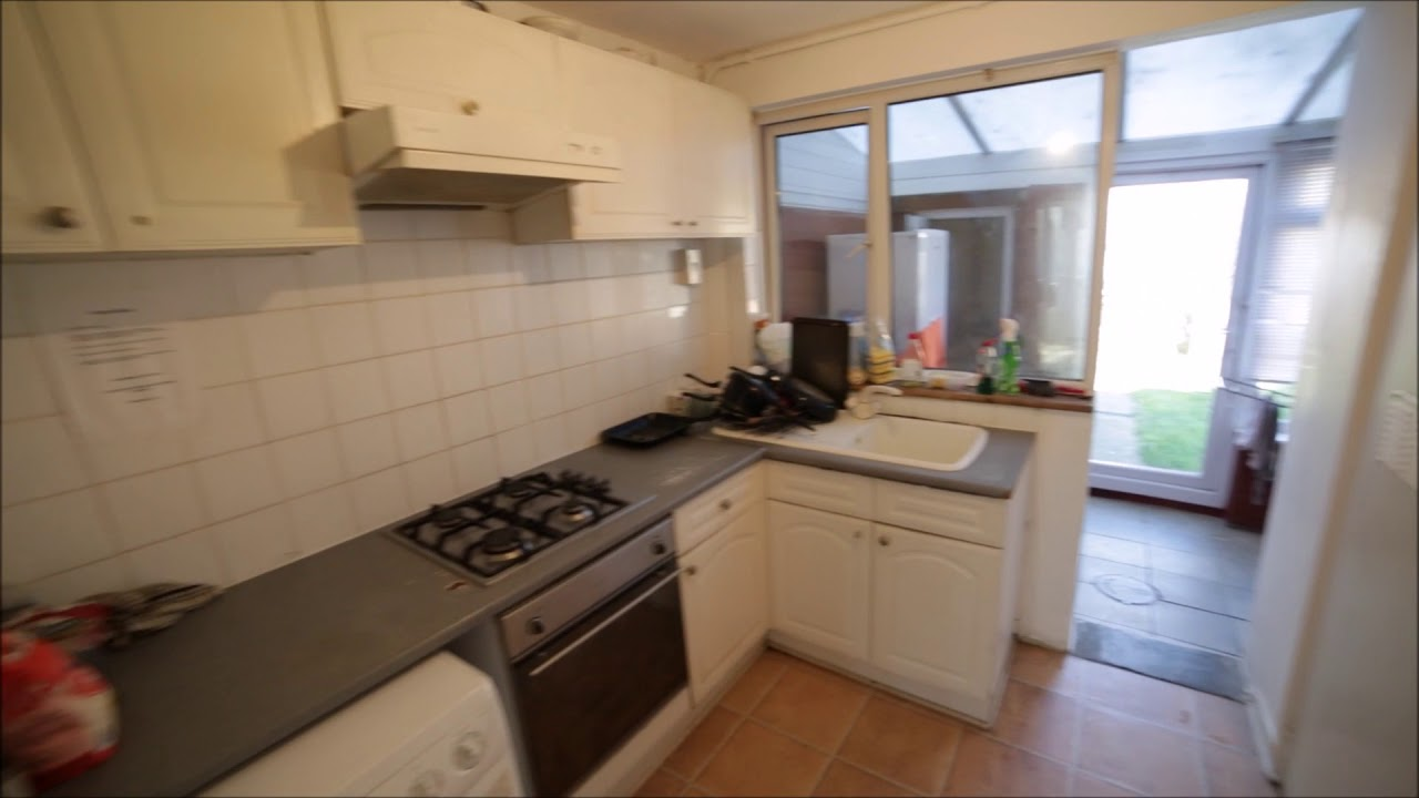 Double bed in Rooms for rent in a big 6-bedroom house in Poplar