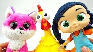 Играем с забавной игрушкой для детей Смешная Курица