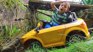 The Power Wheel Audi Car STUCK in River! Need help from Mommy