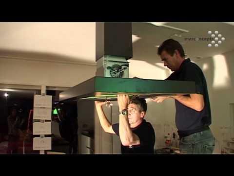 Installatie eilandschouw - afzuigkap in nieuwe keuken. Een videoverslag