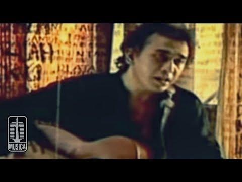 Iwan Fals - Aku Bukan Pilihan (Official Music Video)