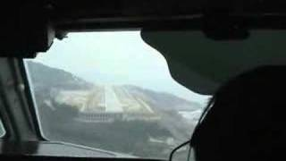 preview picture of video 'Dash 8 Visual Approach an Island Airport in Hazy Weather!'