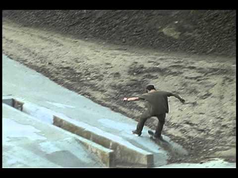 hqdefault - Si ya me resulta complicado el skate con dos pies...