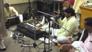 Sahaj bhajan by Mukhiram after Budda puja in Moscow. Баджан в исполнении Мукхирама после пуджи Будде