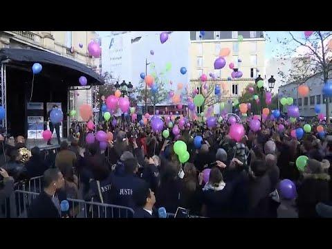 العرب اليوم - بالونات في سماء عاصمة الأنوار في الذكرى الثالثة لهجمات باريس