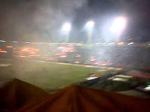 """""""Torcida do Peñarol / Hinchada de Peñarol - Pacaembu - Libertadores 2011 (3)"""" Barra: Barra Amsterdam • Club: Peñarol"""