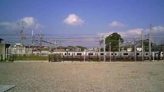電車の見える公園