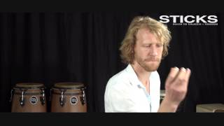Small Percussion: Shaker spielen zur Musik