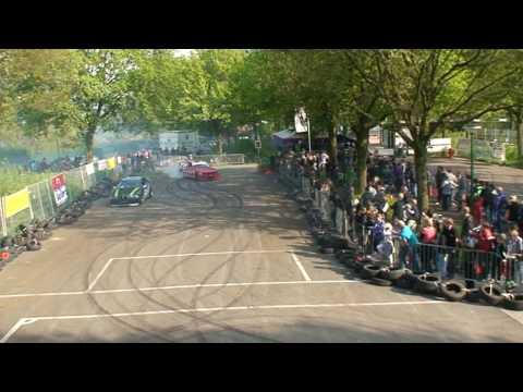 Driftende BMW's op karttoernooi in Gassel